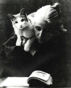 Amelia Van Buren with Cat/ Thomas Eakins